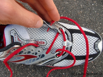 Schnürung schmerzender Fußrücken Schritt 1b