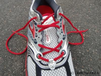Schnürung schmerzender Fußrücken Schritt 4b
