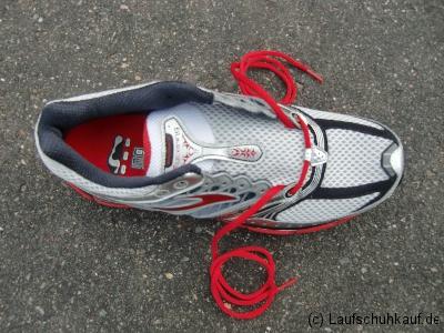 Schnürung schmerzender Fußrücken Schritt 1a