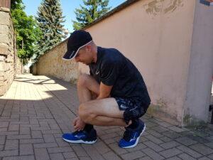 Mizuno Laufschuhe schnüren (c) Laufschuhkauf.de