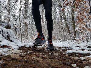 Geländelaufschuhe im Schnee (c) Laufschuhkauf.de